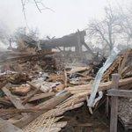 В Дебальцево из-под завалов вытащили 12 трупов мирных жителей http://t.co/eCND2Kz8uM http://t.co/K9xE9pfCLI