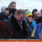 На Донбассе 19-летнего погибшего украинского бойца в последний путь провожали на коленях http://t.co/QasKFyQNFG http://t.co/7j4QvE76g9