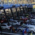 """@Cooperativa: RN pidió ""levantar barreras"" de peajes ante congestión en autopistas http://t.co/5PJX6SKZid http://t.co/SpthUzKSM9""// Bajen $"