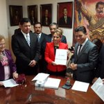 Secretario de @SG_Morelos, @Matias_QM entrega al @MorelosCongreso el #2informeMorelos. #Morelos #VisionMorelos http://t.co/OEfMvtq0iK