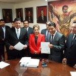 #2informeMorelos También entrega 2 iniciativas: 1.- Iniciativa para prevenir y eliminar la discriminación en #Morelos http://t.co/5liKLGGv2t