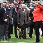 """humor: """"Partido Socialista: Tener una Presidenta como Bachelet y que sea socialista, es como tener a Messi"""" http://t.co/D1uED3NDn5"""