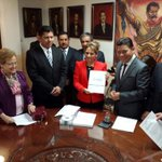 El Srio @PedroPimentelR y subsecretario SEDAGRO acompañan al Srio. @Matias_QM a la entrega del #2informeMorelos. http://t.co/HnlmICTKUj