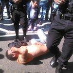 Vapulean a hombre q supuestamente asaltó a mujer, en 6av y 14c barrio La Reformita, z12, informan CBM @prensa_libre http://t.co/WDYsMNjXlp