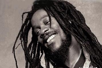 """""""Love & Hate Can Never Be Friends"""" Happy Birthday #DennisBrown http://t.co/hDFUwVXJg7"""