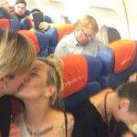 Милонов, целующиеся лесбиянки и зига. Вся Россия в одной фотографии. http://t.co/kTtCsdIS1O