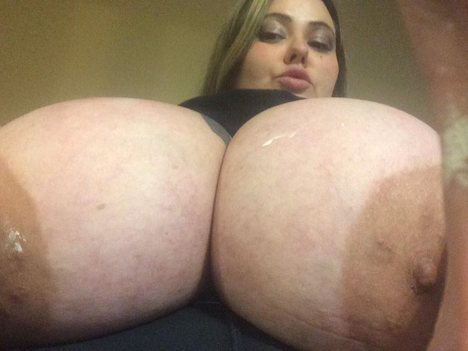 Check out my clips4sale today!! It's full of hot shit Including Mandy & her friends http://t.co/Q131nMTtBi
