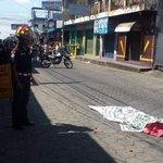 Barrio La Batalla, Coatepeque, Quetzaltenango, menor de 10 años fallece tras ser atropellado, @CBMDEPTAL en el lugar. http://t.co/Ccj2MB1mhu