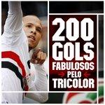 02min - Pela esquerda, Michel Bastos tocou para Luis Fabiano, que fez o segundo do Tricolor! #Fabuloso200 http://t.co/4BoUx8PtbT