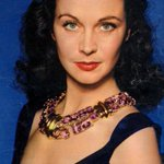 Who can help me #VivienLeigh up my hair for @chefs_gala ? #chefsgala2015 #yxe #oldhollywood @susantweets? http://t.co/FiD2p7uxfY