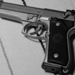 EE.UU.: Niño de tres años disparó a sus padres con una pistola http://t.co/qcNaOZcTvO http://t.co/EZuwvjSfkv