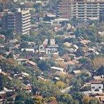 """""""@latercera: La mitad de los santiaguinos no tiene amigos en su barrio http://t.co/jTa0aRrueQ http://t.co/mH6JE3brNq""""// PRESENTE"""