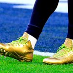 Marshawn Lynch is wearing gold cleats for Super Bowl XLIX. http://t.co/b8St3VRexu