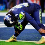 Marshawn Lynch is rocking gold cleats during #SB49 warmups http://t.co/ObrhKsQBgs http://t.co/ob8FQwx0iC