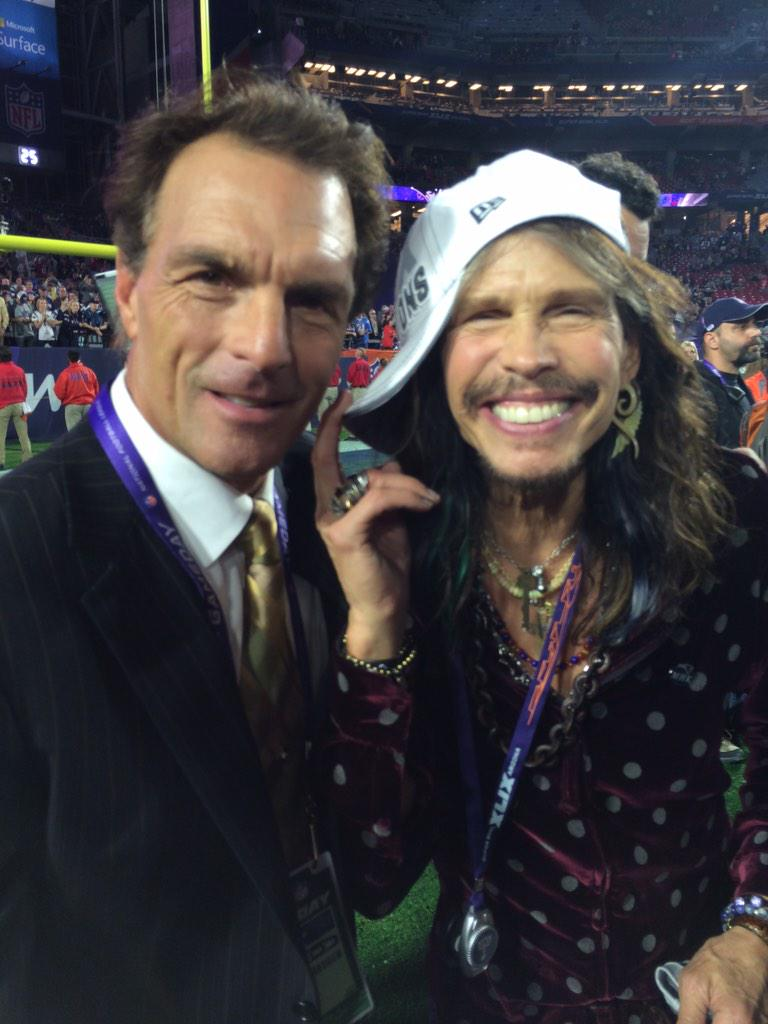 Me and @IamStevenT of @Aerosmith celebrating #PatriotsWIN #SB49 http://t.co/sv2JpmRJxM