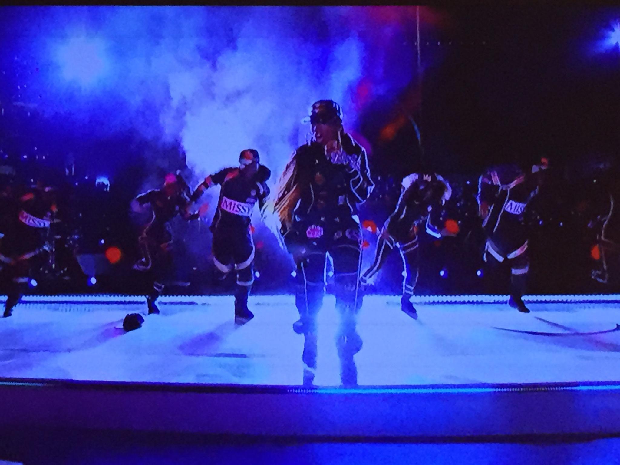Missy Elliott is killing it! #musicmakeyoulosecontrol #SuperBowl #HalftimeShow http://t.co/JIYNP8r4Eu