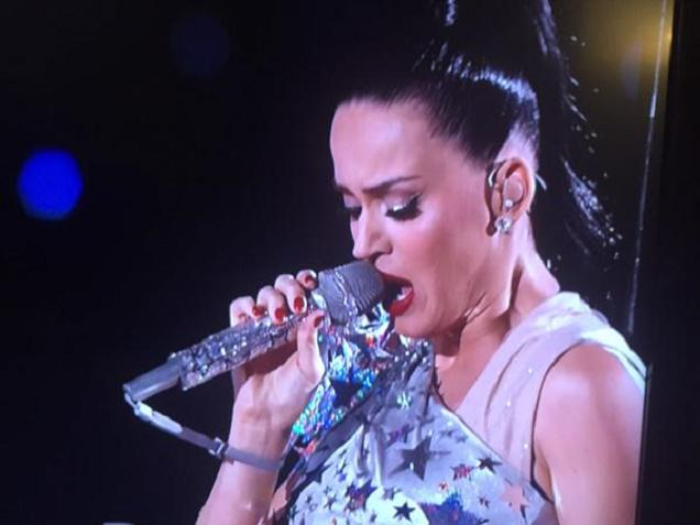 Nintendo told us all to wear the Wiimote strap, but only Katy Perry listened: http://t.co/SNfLEgyiPt http://t.co/iwjO2MdmdD