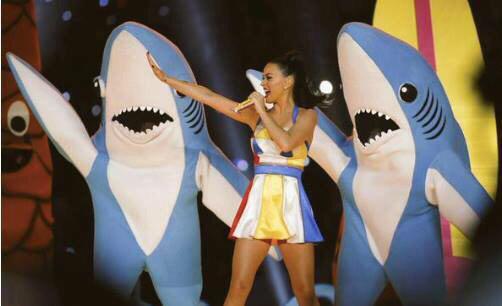 El mundo de los negocios está lleno de tiburones.... el del #SuperBowlXLIX también. http://t.co/Sy44D3vTCz