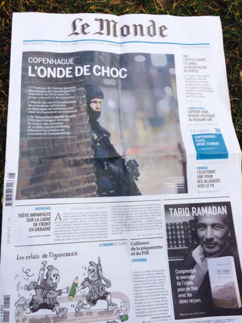 Hallucinante la Une du @Monde  Manchette #Copenhague et pub livre #TarikRamadan. .@valerietoranian @colombanimf http://t.co/wPV1re40LO
