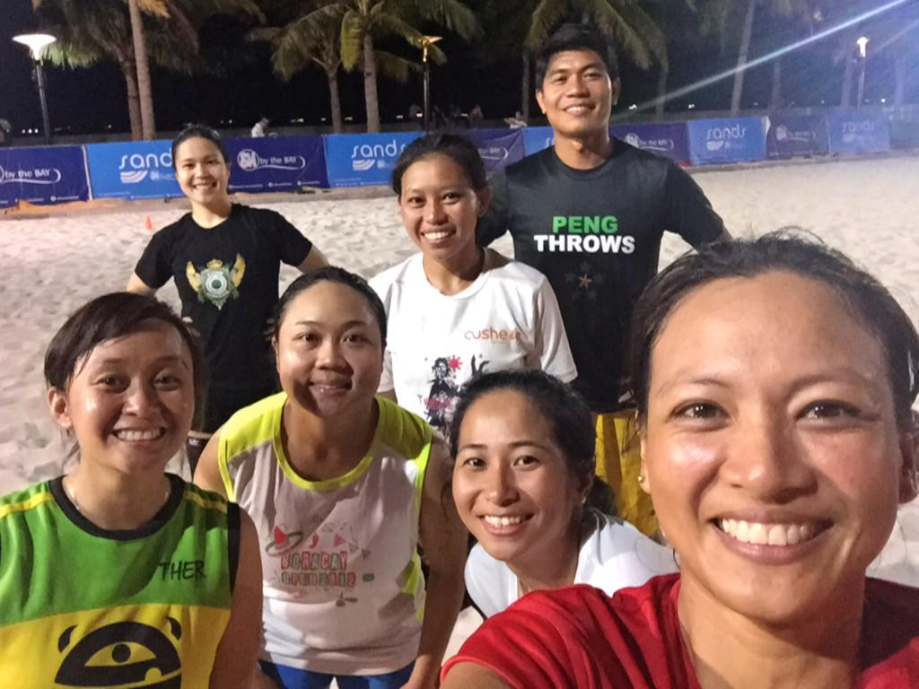 Just finished another Monday training with the lolas. #sands @SMBytheBay #wcbu2015 #lolastotheworlds2015 http://t.co/N0bQ92vA2d <a href='http://twitter.com/canafranca/status/567350521401335810/photo/1' target='_blank'>See original &raquo;</a>