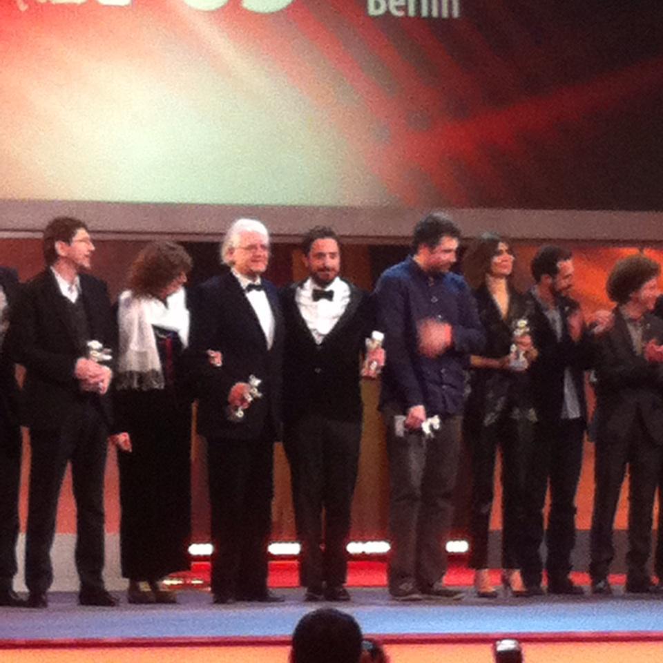 Emoción. Noche histórica para el Cine Chileno. ¡Bravo Pablo Larraín & Patricio Guzmán!  @cinemachile #berlinale http://t.co/rapmZGnsu5