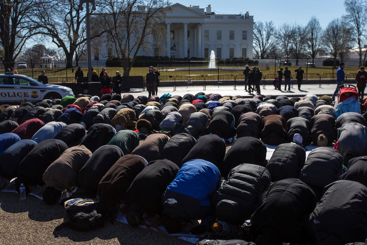 Beautiful @nytimes photo of Friday prayer in front of the @WhiteHouse in honor of #OurThreeWinners http://t.co/l3NIB20cZn