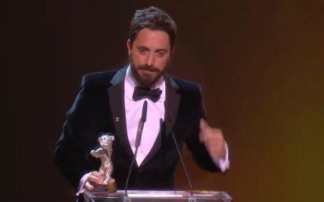 Hace instantes: El chileno Pablo Larrain con el Gran Premio del Jurado (2º en importancia) por EL CLUB #Berlinale2015 http://t.co/XYV1wGGsk3