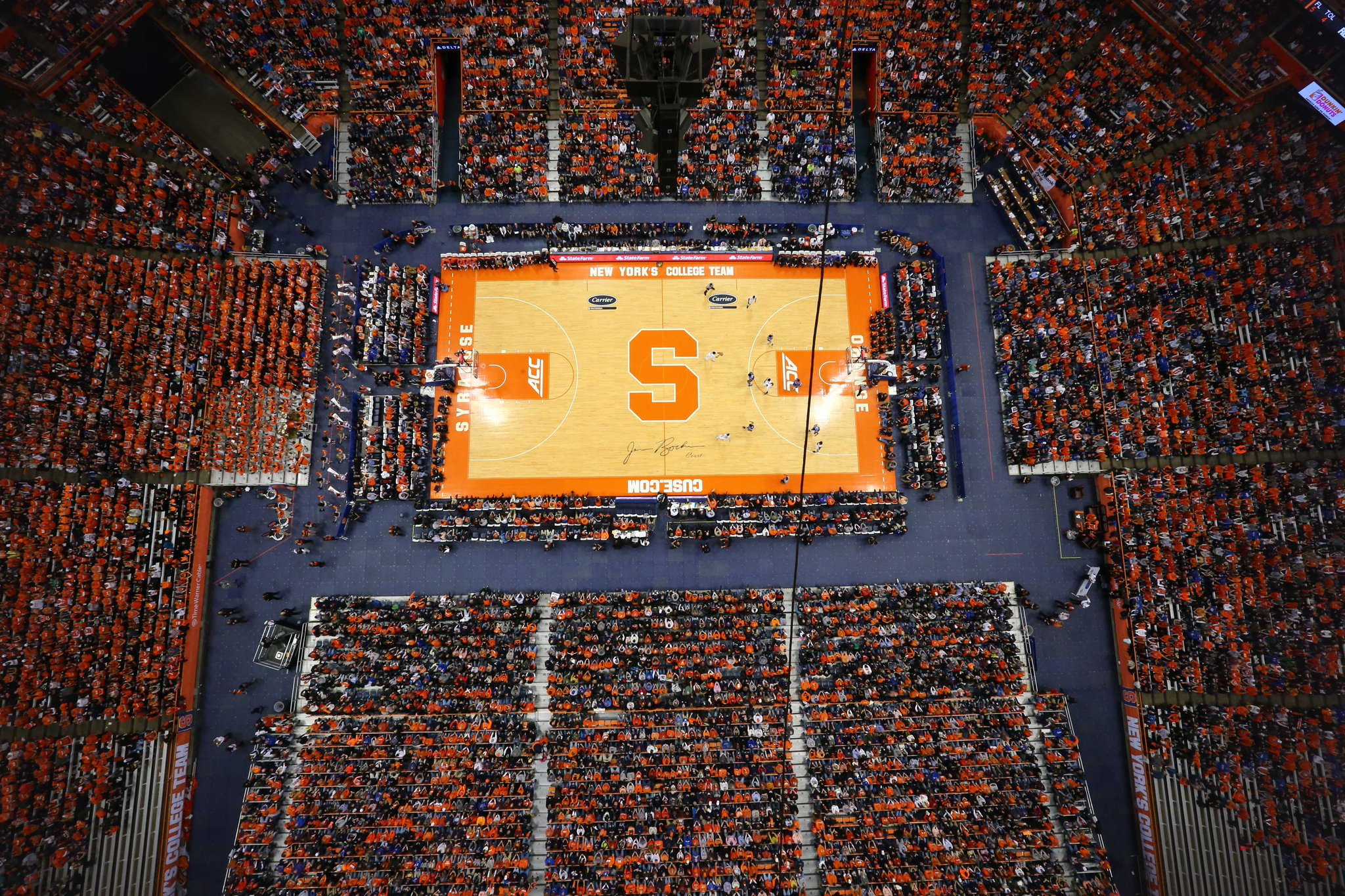 RT @Cuse_MBB: The view from the @CarrierDome44 roof tonight! 35,446 #DUKEvsCUSE #CuseMode http://t.co/ovDhFzPURE