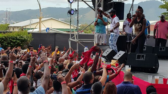 @BUNJIGARLIN and @fayannlyons doing it at Breakfast Is. #Emotional ete http://t.co/3IUtjalCRD