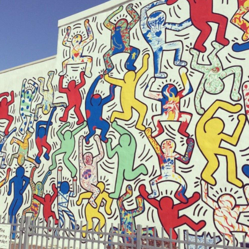 My fave artist died on this day 25 years ago but his amazing work lives on #KeithHaring http://t.co/KsYNLQUaY4