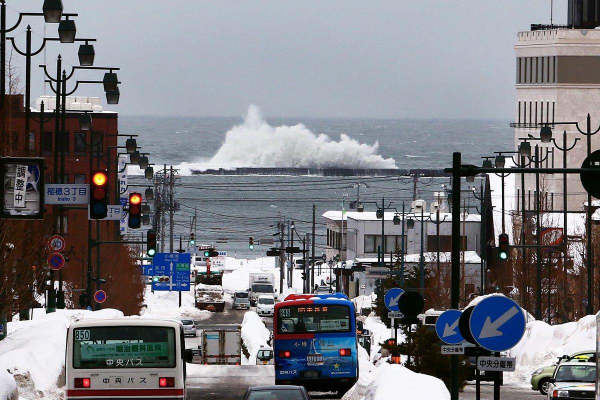 おはようございます。今朝8時30分頃の小樽駅前から港を見た様子です。... http://t.co/VI6JtErhfE http://t.co/qLt85HhXfN