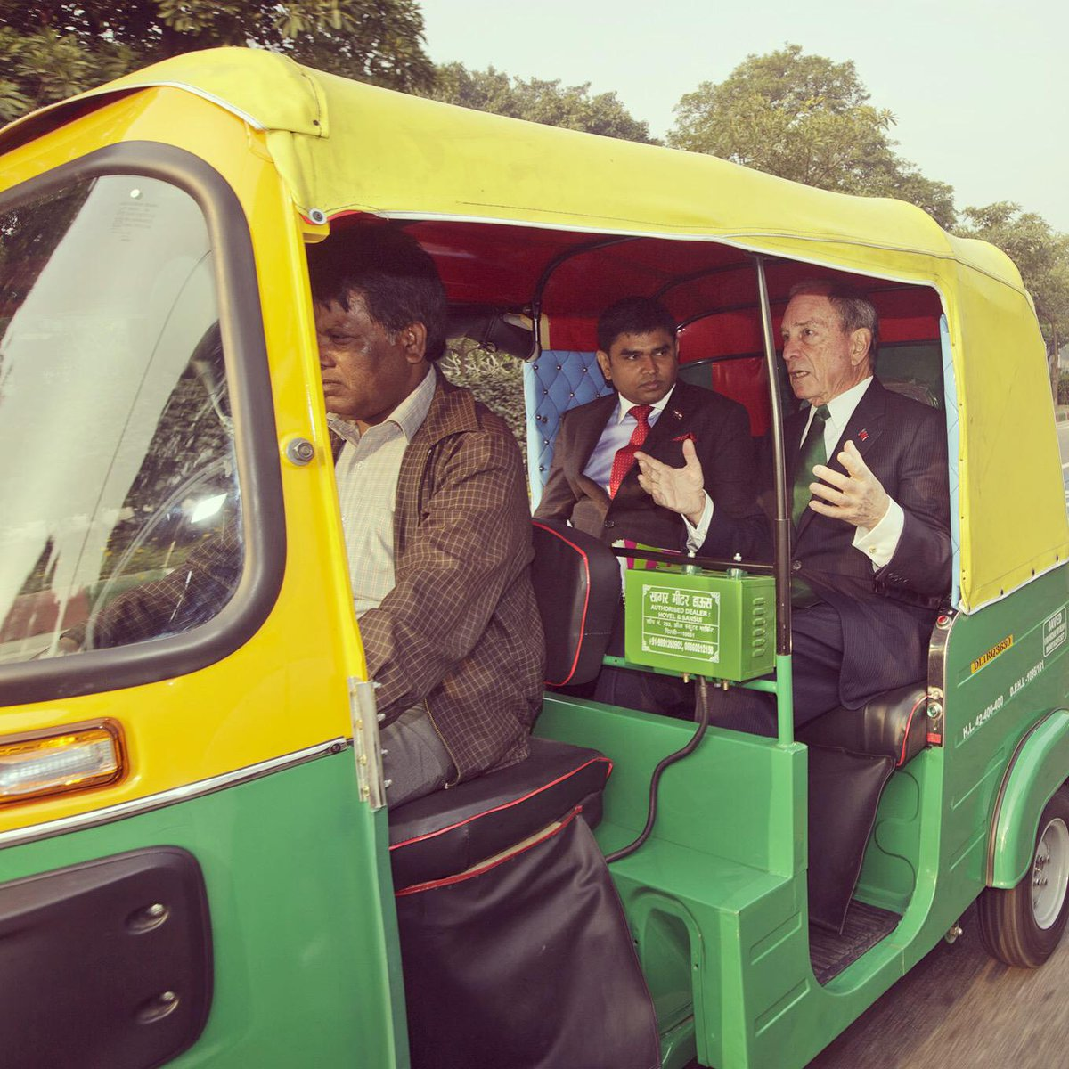 Caught a ride on a CNG rickshaw in New Delhi - reminded me of NYC taxis: yellow & green, & fast. (Sometimes too fast) http://t.co/DZ535viDKD