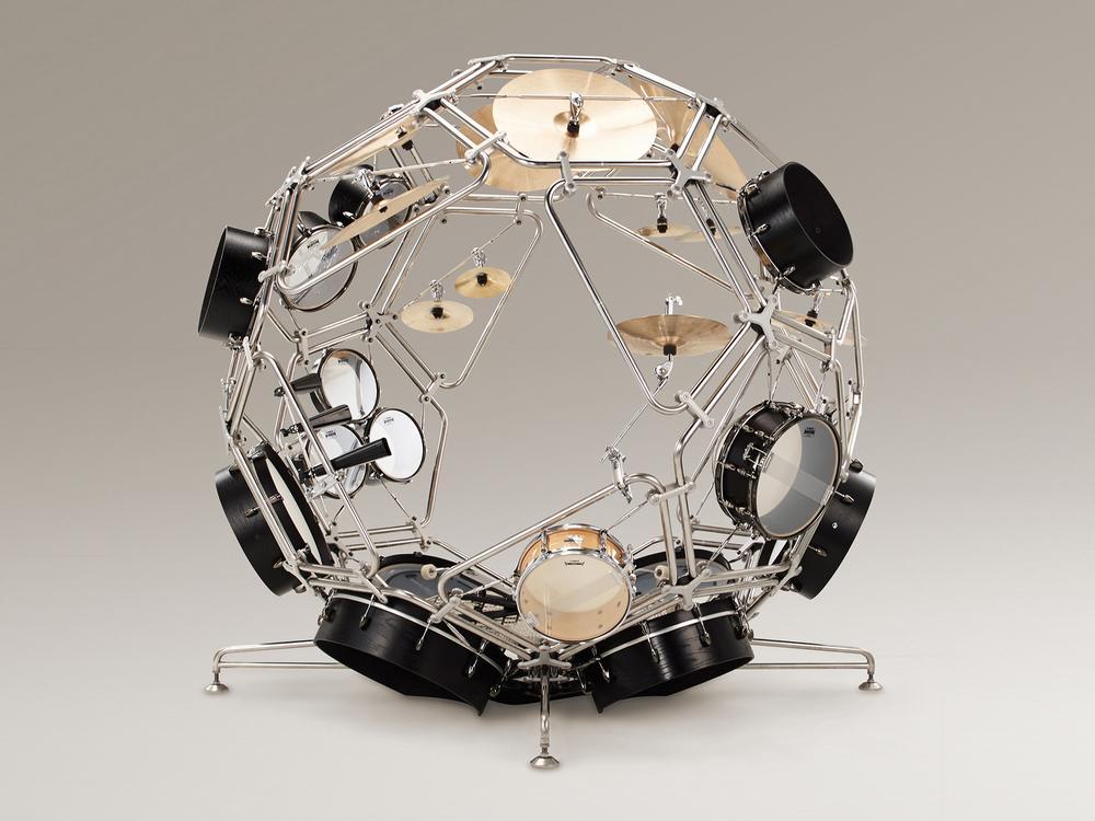 【こちらヤマハ発動機がデザインしたドラム!】 http://t.co/tsWbpfPGyI その名も「RAIJIN(God of the Thunder)」実物見てみたいっす!来日中のあのドラマーに叩いてもらいたい!(o^v^)O http://t.co/w11W15xl7J