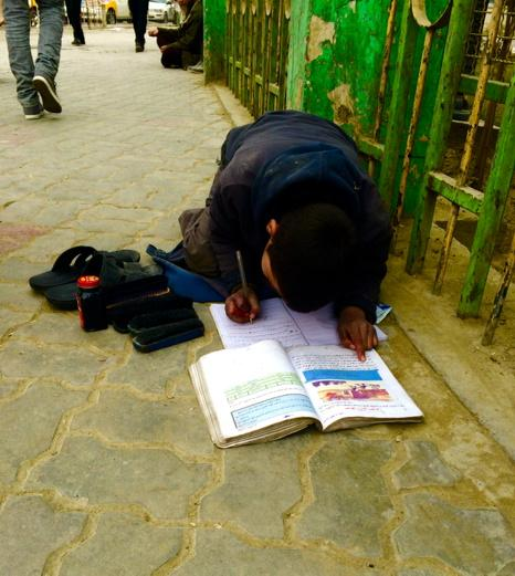 Power of hope! Afghan kid studying on pavement while awaiting clients to polish shoes LT @euamiri @gauravcsawant http://t.co/XXY4iwaFf8