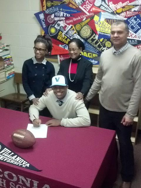 #SigningDay Leonia HS Adeyemi DaSilva signs with Villanova. Joined by Mom, Dad (Daniel & Jacqueline) & Grandma. http://t.co/s8UyNaVlvr