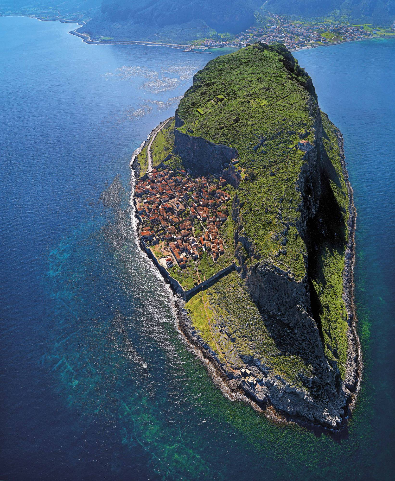 The Hidden Town of Monemvasia, Greece. http://t.co/XLHpvUtlzV