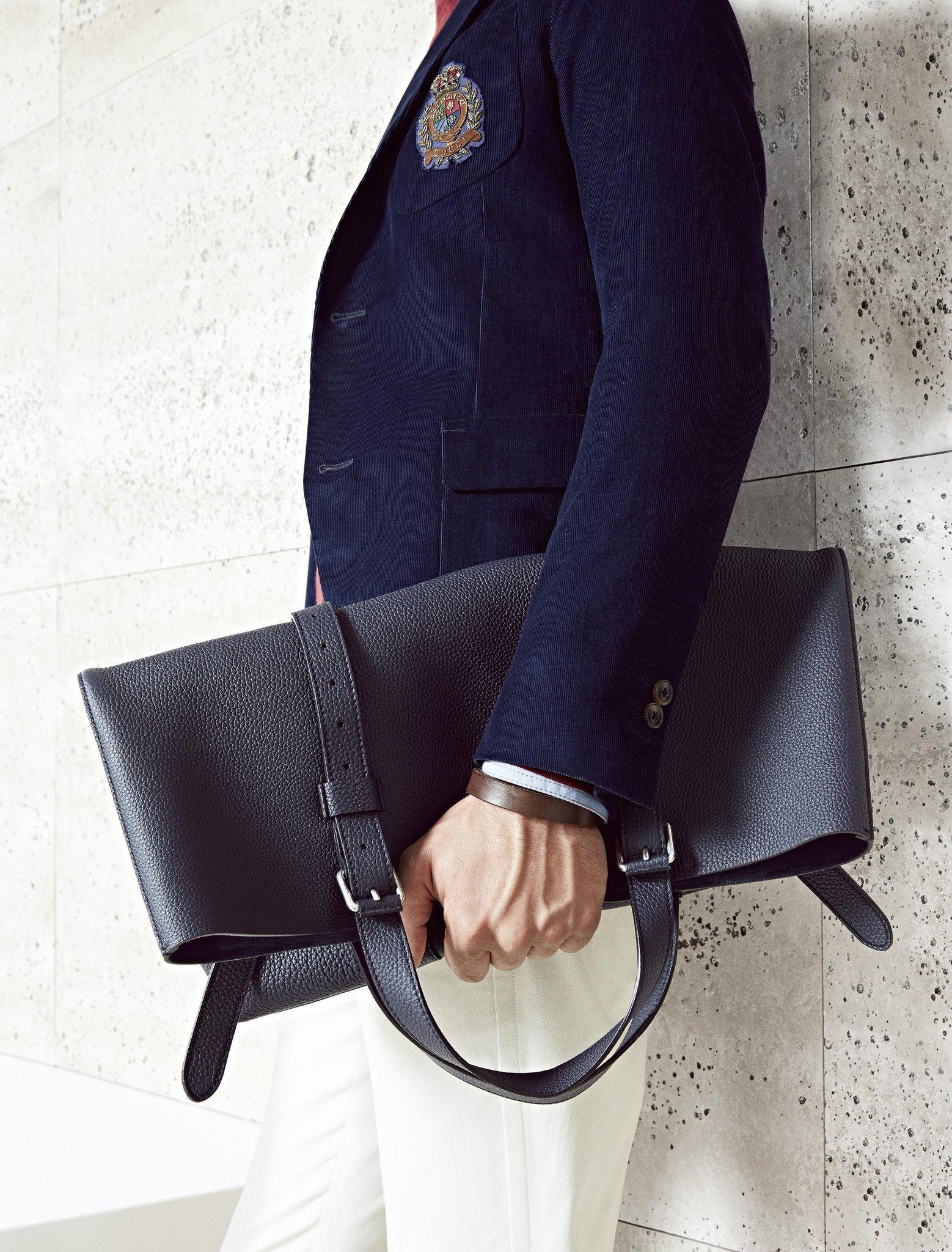 Below the fold. #gucci #accessories #menswear http://t.co/XDfycw1QU5