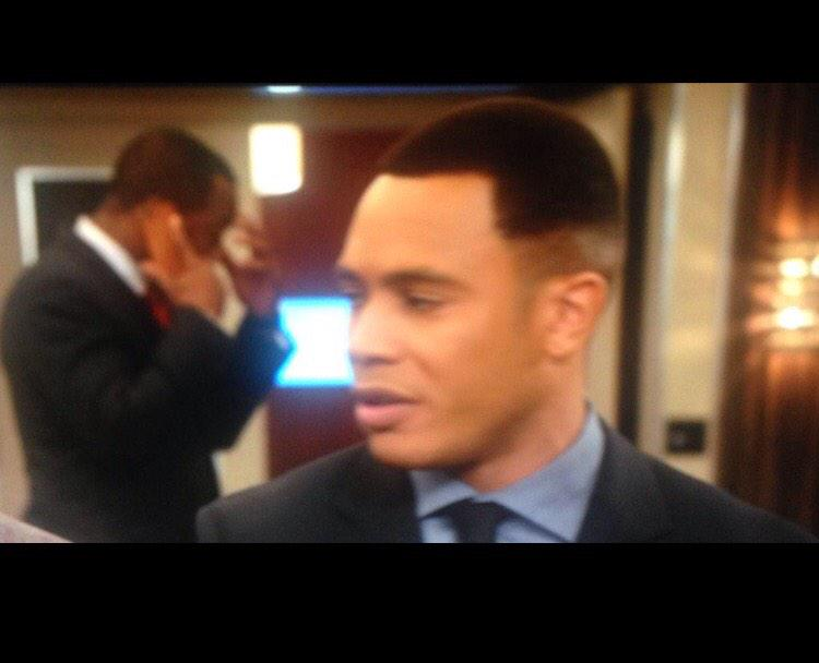 When your barber stops to debate about a play in a football game in the barbershop in the middle of your fade #Empire http://t.co/WWfLK1epzq