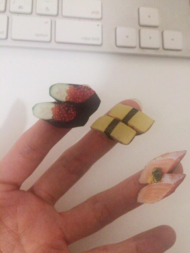 お寿司屋さんのチラシ切って指に乗せると楽しい(20代/会社員) http://t.co/4kAnCvLlQk