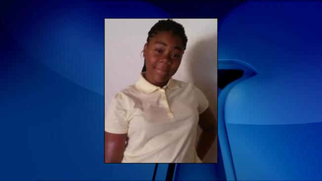 Police need your help locating a missing 12-yr-old girl named Elizabeth Bradley from SE, D.C. http://t.co/tmZpEDwvKg http://t.co/cASoZcez7F