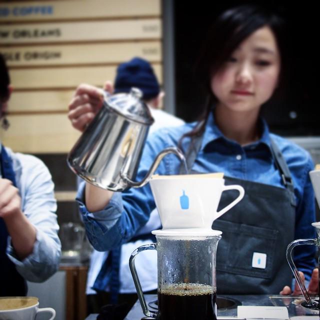 ブルーボトル日本開店おめでとう。西海岸で飲む、いつもの味。僕にとって新鮮みがないことが、成功の証だと思う。 #coffeecount http://t.co/JDyouh0PG1 http://t.co/KUqf1CGYdp