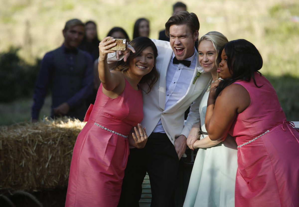 [PHOTOS] #glee > Season 06 > Stills > 6.08 - Wedding: http://t.co/a3tVLfCc5A http://t.co/8uPziB9Psd