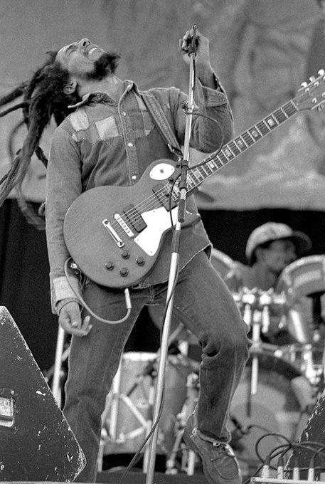 """Happy birthday Bob Marley! \""""Mi música lucha contra el sistema que enseña a vivir y morir\"""" ."""