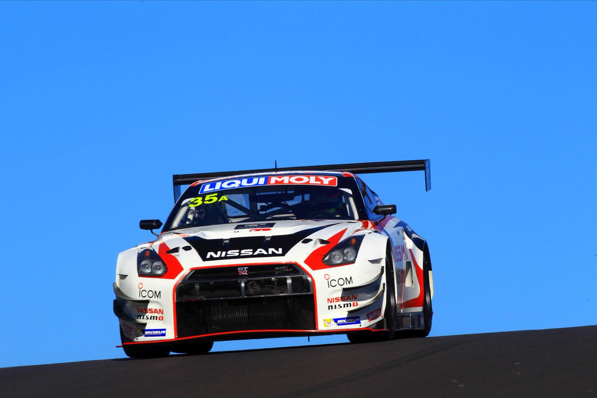 The #35 Nissan GT-R NISMO GT3 crests Skyline at Mount Panorama, Bathurst. Nice. #B12Hr @Bathurst12hour @NISMO http://t.co/sC9Vt9wxgE