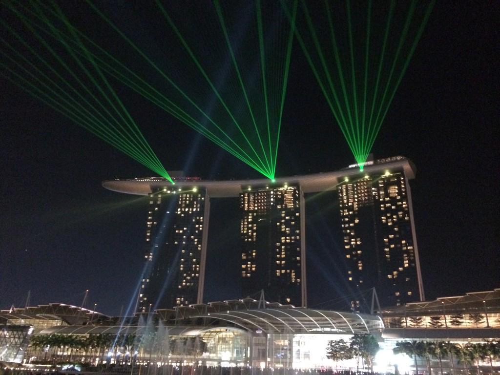 #MarinaBaySands laser show. Finale. #letsgetspoilt #OnlyInSG http://t.co/wnmohQF5p0