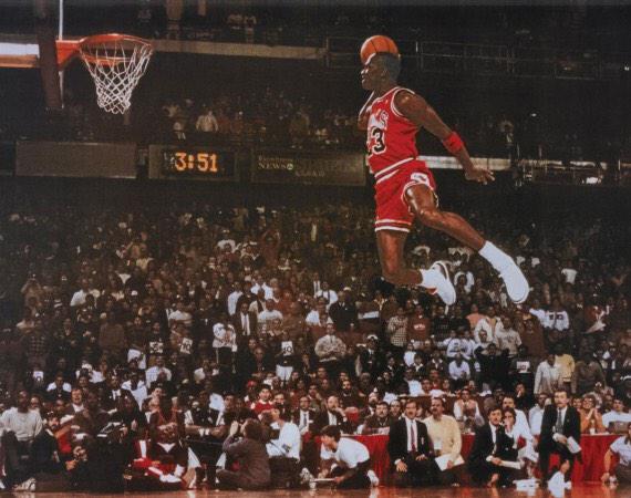 Hoy se cumplen 27 años de esta maravillosa imagen. #NBA #Jordan http://t.co/gUofPNcZoi