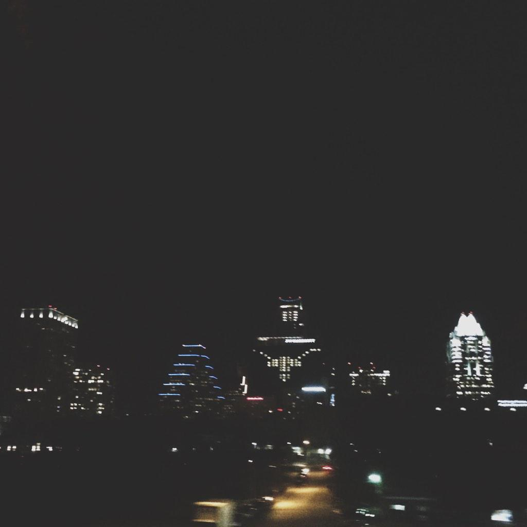 There's a longhorn made of window lights on a building downtown \m/ http://t.co/oVnl1ofZAB