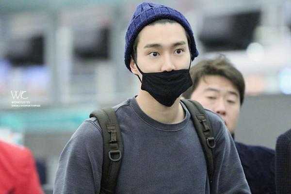 Siwon at Hong Kong Airport (cr:as tagged ) http://t.co/q4mu3A8jER