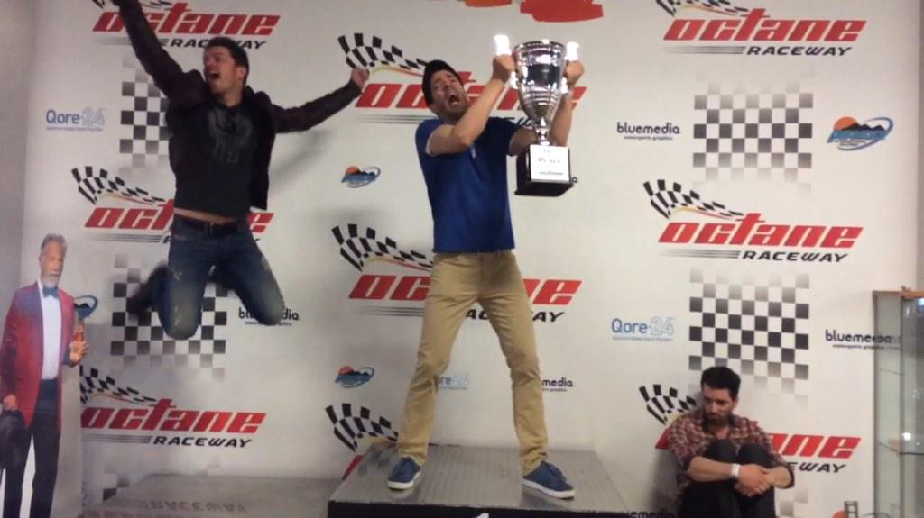 JD Scott (@MrJDScott): And after the big race, it was @MrDrewScott in 1st, me in 2nd and @MrSilverScott bringing up the rear. #RaceDay http://t.co/Mva2IDk0WN