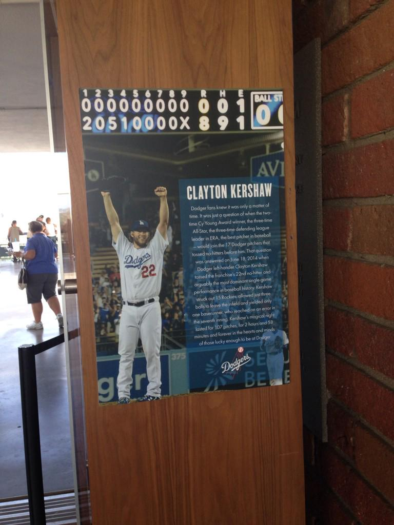 Raise your hands if you are voting for #ClaytonKershaw for #FaceOfTheMLB http://t.co/P974ttWZ46